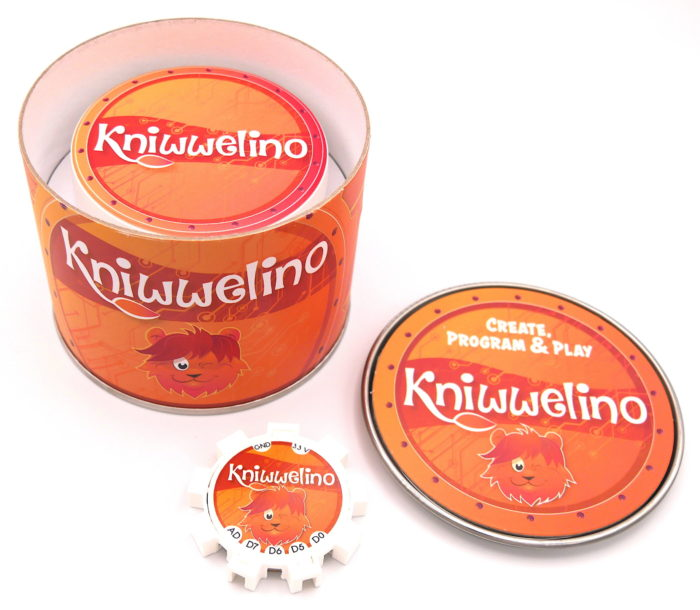 Box Kniwwelino avec un Kniwwelino et une batterie